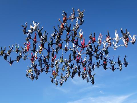 Skydivers break world record
