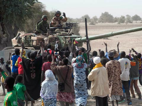 Malians welcome French troops to Timbuktu
