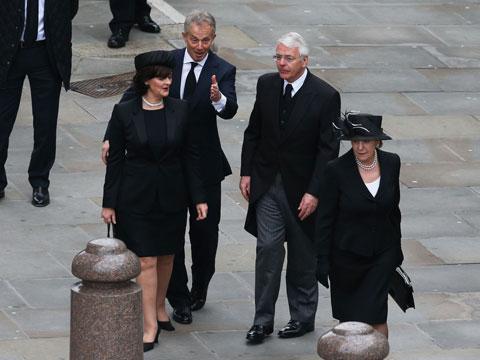 Hautajaiset Pukeutuminen Naiset